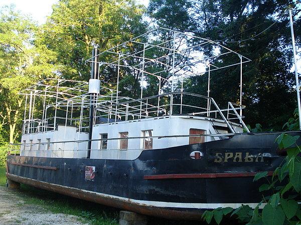 Rzeczny-statek-Spała-trafi-na-Koparki